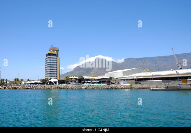 The Harbour Authority building in Cape Town harbour with Table Mountain in the background - Stock-Bilder