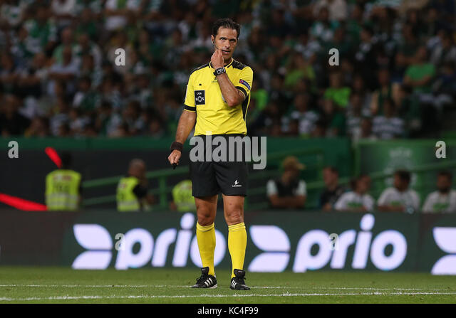 Lisbon, Portugal. 01st Oct, 2017. Referee Carlos Xistra during Premier League 2017/18 match between Sporting CP - Stock Image