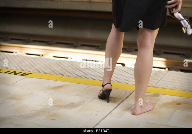 how to fix a broken shoe heel