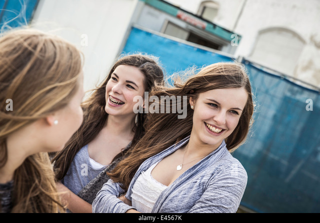 Happy teenage girls hanging out - Stock Image