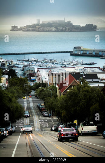 USA, California, San Francisco, View of traffic on hill and Alcatraz Island in background - Stock Image