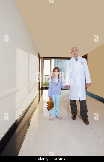 Doctor standing with a girl - Stock Image