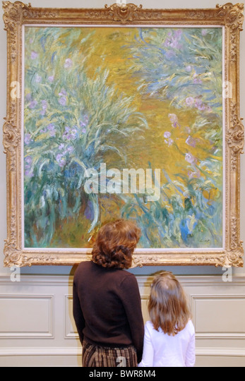 Mother and daughter looking at a Claude Monet painting, Metropolitan Museum of Art, New York - Stock Image