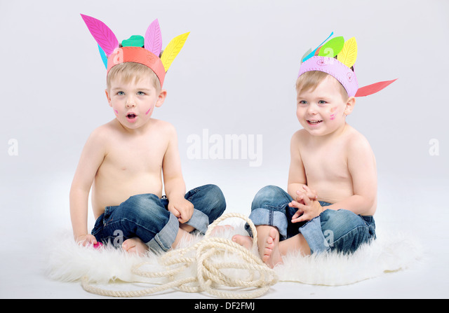 Two cute kids with indian hats - Stock Image