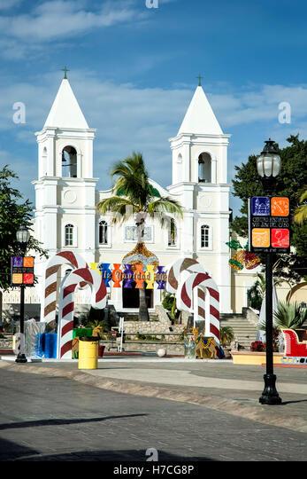 San Jose Church (ca. 1940) and Christmas decorations, San Jose del Cabo, Baja California Sur, Mexico - Stock Image