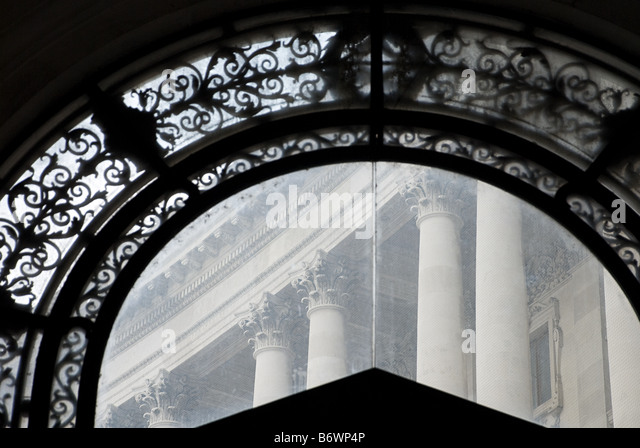 Arch and building in vienna - Stock Image