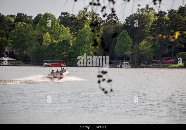 Boating, South Cove, Lake Keowee, Seneca, Oconee County, South Carolina, USA. - Stock Image