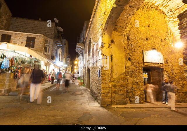 Tourists in the medieval alleys of the old town, Porto Vecchio, Corsica, France, Europe - Stock-Bilder