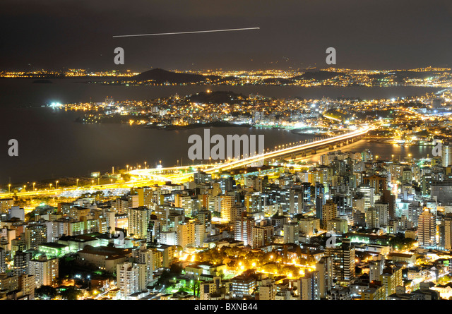 Connection between Florianopolis Island and mainland, night view, Santa Catarina, Brazil - Stock Image