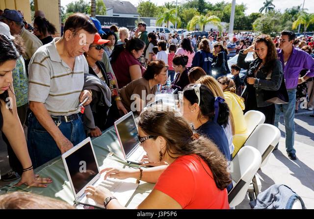 Miami Florida Alpha Omega Church Christian religion Thanksgiving turkey give-away give away free food registration - Stock Image