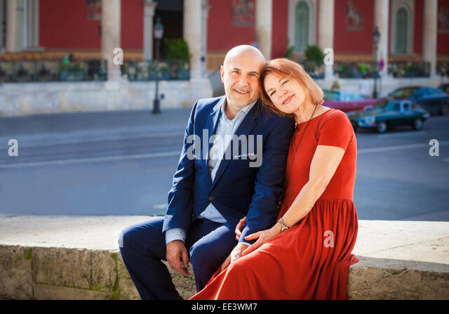 Happy senior couple sitting side by side outdoors, Munich, Bavaria, Germany - Stock-Bilder
