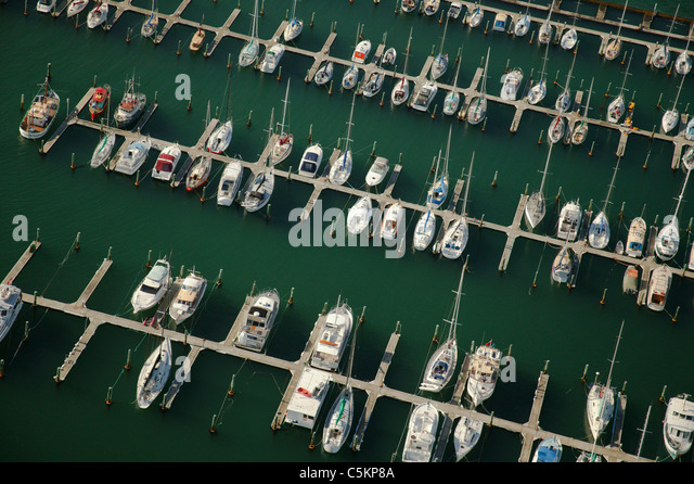 Aerial view of Chaffers Marina, with small boats and yachts at moorings, Wellington, New Zealand - Stock Image