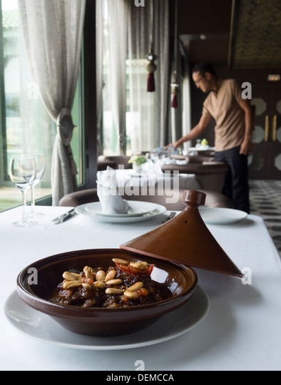 Tagine pot stock photos tagine pot stock images alamy for Authentic moroccan cuisine