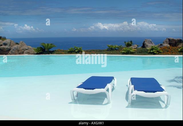 canvas chair swimming pool palmtrees Liegestuhl Pool Palmen - Stock-Bilder