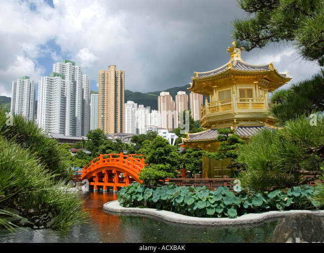 Golden Pavilion and red bridge in Nan Lian Garden beside Chi Lin Nunnery Hong Kong 2007 - Stock Image
