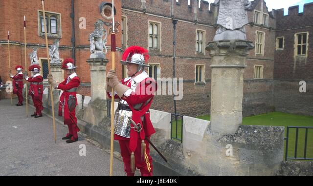 At Hampton Court Palace, the Company of Pikemen & Musketeers of the Honourable Artillery Company the oldest - Stock Image