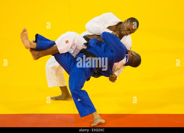 Toronto, Canada. 13th July, 2015. Isao Cardenas (back) of Mexico competes with Nelson Martinez of Venezuela during - Stock-Bilder