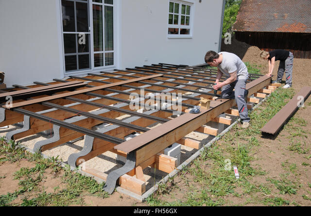 Holzarbeiten stock photos holzarbeiten stock images alamy - Punktfundament terrasse ...