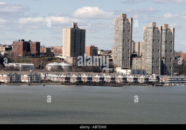 New Jersey Hudson River Union City high rise buildings garden apartments - Stock Image