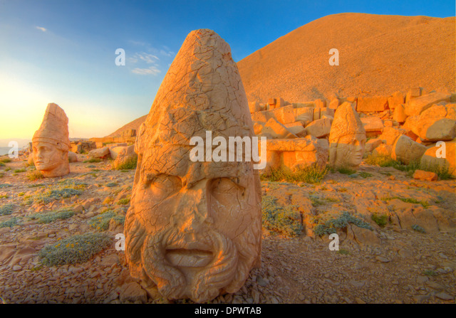 Huge Zeus sculpture Mt. Nemrut National Park Turkey Ancient remnants of 2000 year old Commagene culture on 7,000 - Stock Image
