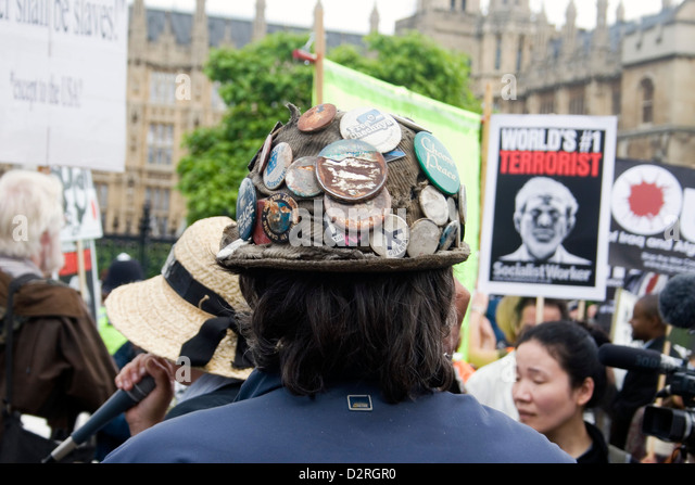 The back of the head of Brian Haw a long time protester in Parliament Square in central London. - Stock Image