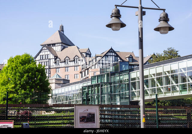 Virginia Roanoke Hotel Roanoke built 1882 Tudor style architecture David R. and Susan S. Goode Railwalk lamppost - Stock Image