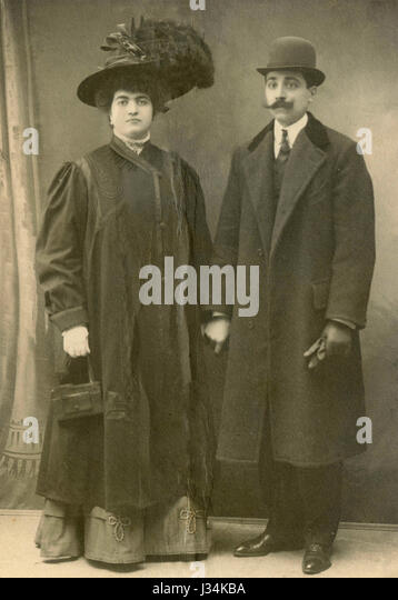 Portrait of a couple full-lenght, Italy 1908 - Stock Image