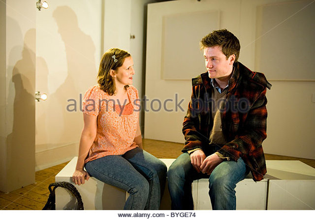 the shape of things neil labute The shape of things, written by neil labute and exceptionally directed by steve custer, is a brutally honest look at our modern roles in relationships and asks the question, where should society draw the line between art and life.