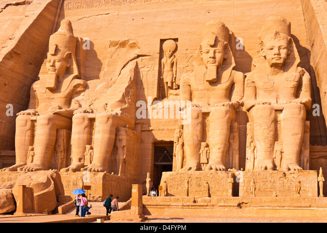 Travel Tourists outside the entrance to the Great Temple of Rameses II Abu Simbel  Aswan Egypt Middle East - Stock-Bilder