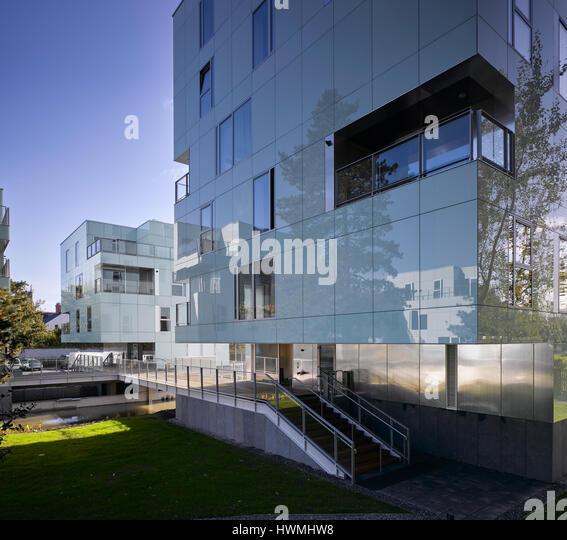 View of exterior facade showing reflective glass cladding and walkway over river. Dunluce Apartments, Ballsbridge, - Stock-Bilder