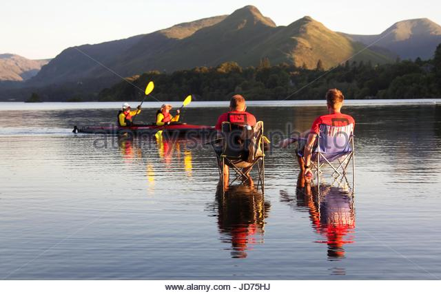 Derwent Water, by Keswick, Cumbria, UK. 18th June, 2017. Two Lakesman Triathlon participants enjoying a well deserved - Stock-Bilder