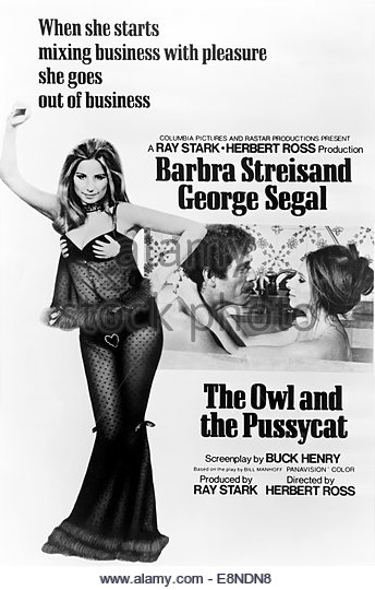 THE OWL AND THE PUSSYCAT (1970) - Barbra Streisand, George Segal. - Stock Image