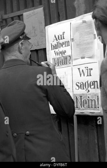 Workers of the East German State Railway during the ballot vote about the continuation of the strike at a ballot - Stock Image