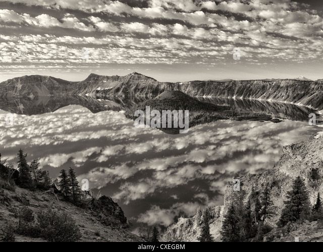 Puffy cloud reflection, Crater Lake and Wizard Island. Crater Lake National Park, Oregon - Stock Image