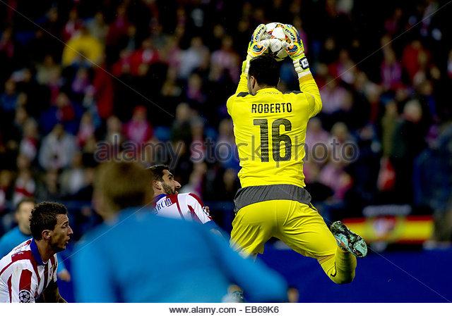 SPAIN, Madrid: Atletico de Madrid's Spanish midfielder Raul Garcia and Olympiacos Spanish goalkeeper Roberto - Stock Image