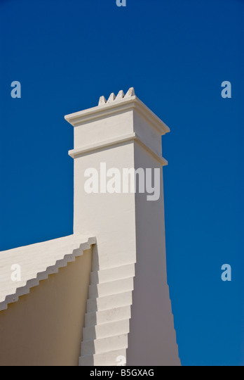 White chimney white stepped roof iconic bermudian architecture St George town - Stock Image