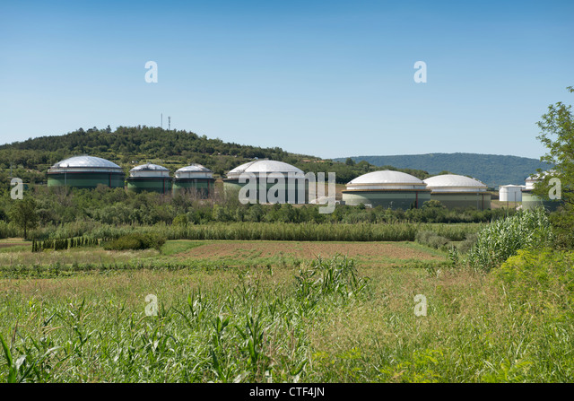 Oil refinery in the countryside of Koper - Stock Image
