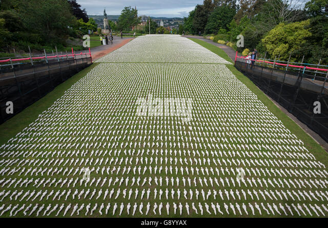 Exeter, UK. 1st July 2016. The Battle of the Somme is commemorated in Northernhay Gardens, Exeter, UK, by 19,240 - Stock-Bilder