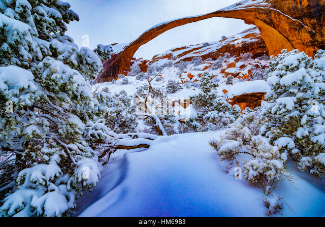 Heavy snow at Landscape Arch, Arches National Park, Utah  Devils Garden One of the World's longest natural spans - Stock-Bilder