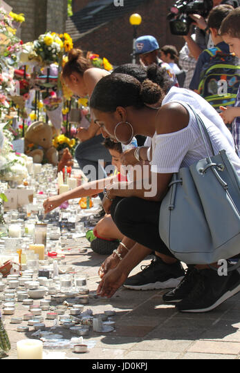 London, UK. 16th June, 2017. A woman lights up a candle outside the Notting Hill Methodist Church for the Grenfell - Stock Image