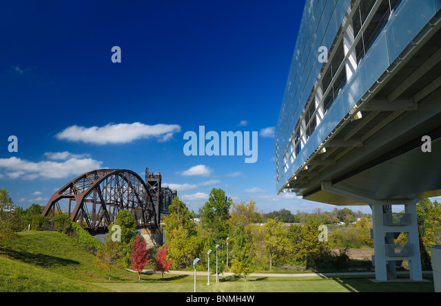 William J. Clinton Presidential Center & Park Library Exterior Little Rock Arkansas USA park bridge architecture - Stock Image