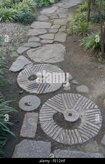 Stepping stone garden stock photos stepping stone garden for Japanese garden stones