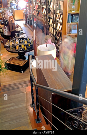 People, walking buying pointing at furniture   Pasadena  California,   couples, shopping,  strolling, relaxing, - Stock Image