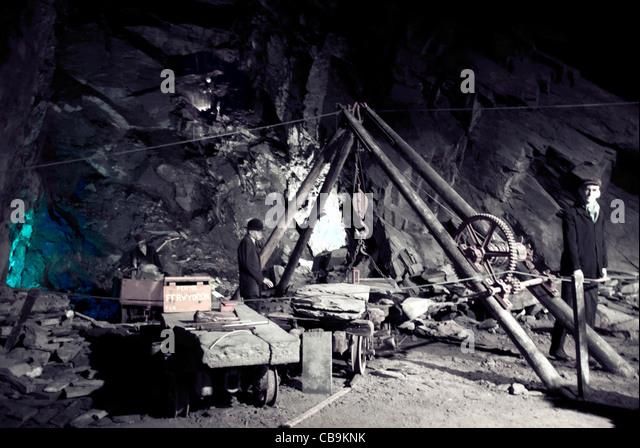 Underground Mine Workers Stock Photos & Underground Mine Workers Stock Images - Alamy