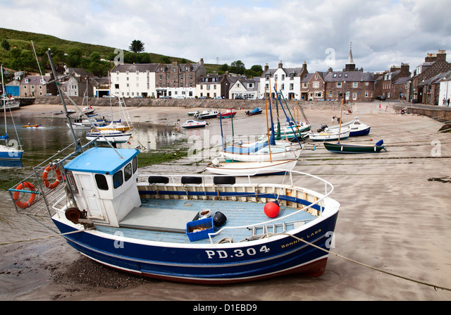 Beached fishing boat in the Harbour at Stonehaven, Aberdeenshire, Scotland, United Kingdom, Europe - Stock Image