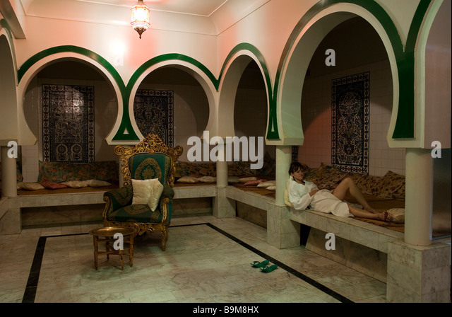 hammam woman stock photos hammam woman stock images alamy. Black Bedroom Furniture Sets. Home Design Ideas