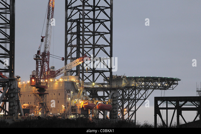 Close up of Oil rig in Dundee Docks,V&A at Dundee - Stock Image