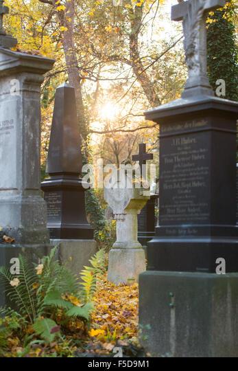 Graves at 'Alter Suedfriedhof' in Munich (Muenchen), Bavaria (Bayern), Germany (Deutschland) - Stock-Bilder