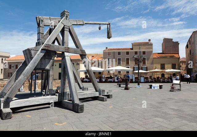 Old wooden crane in Alghero, Sardinia - Stock Image