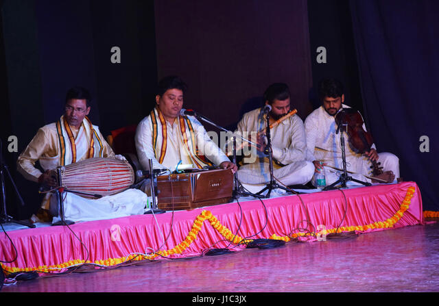 how to play indian harmonium